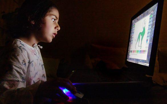 Az-68-dzieci-wykorzystuje-urzadzenia-cyfrowe-do-nauki